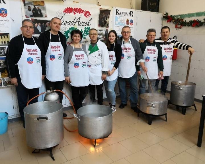 Vízkereszti ebédet főztek Rómában a rászorulóknak a Kapuvári ÍzvadÁszok