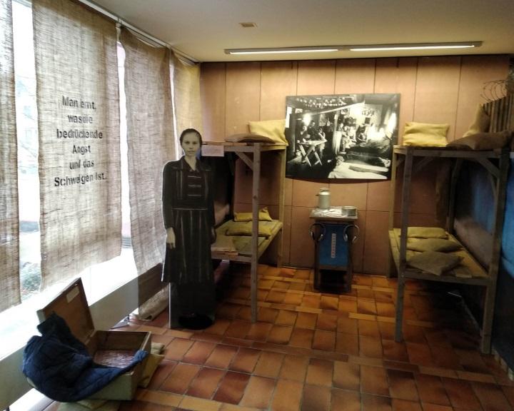Németországban nyílt tárlat a pécsi múzeum málenkij robot témájú gyűjteményéből