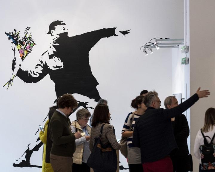 Banksy munkáiból nyílik kiállítás Budapesten