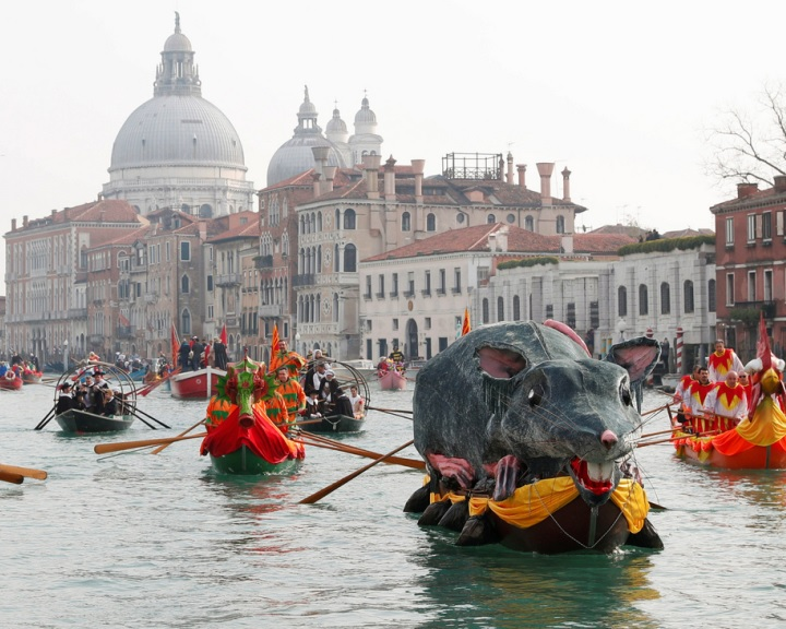 Megkezdődött a velencei karnevál