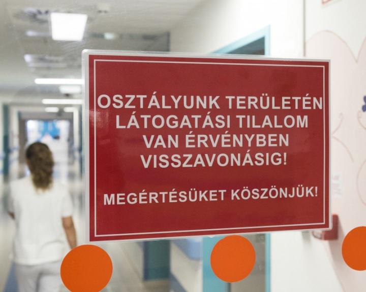 Influenza - Látogatási tilalmat rendeltek el a pécsi klinikai központ fekvőbetegosztályain