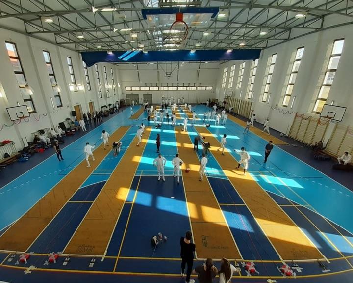 Fehérvári aranyak, pécsi ezüstök és rekordszámú induló a komlói vívóversenyen