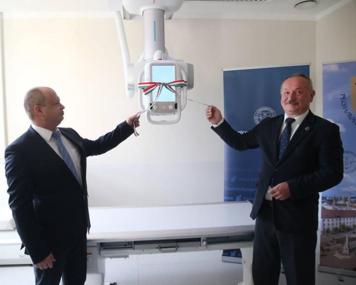 Digitális röntgent adtak át a pécsi urológiai klinikán