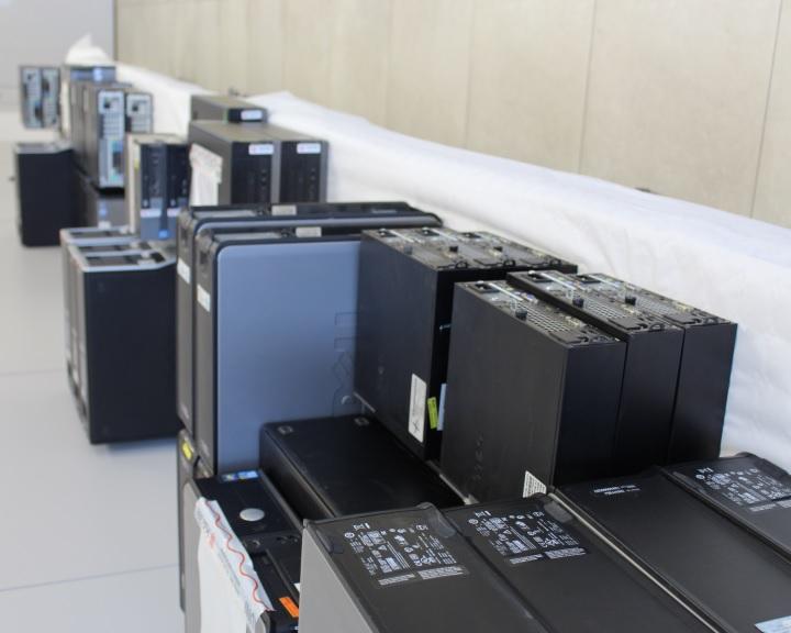 Több száz számítógépet adományozott a HAUNI