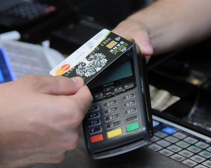 15 000 forintra nő a PIN-kód nélkül engedélyezett, érintéses fizetések határa