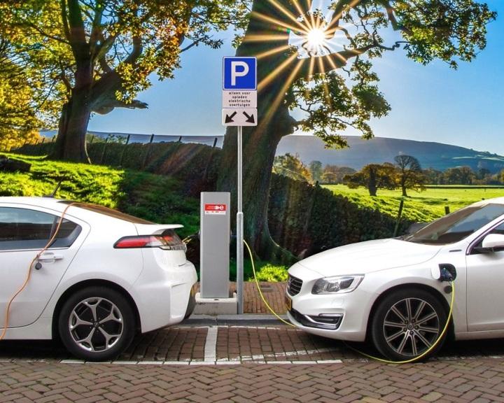 A világ 95 százalékán már most is zöldebb a villanyautó a hagyományosnál