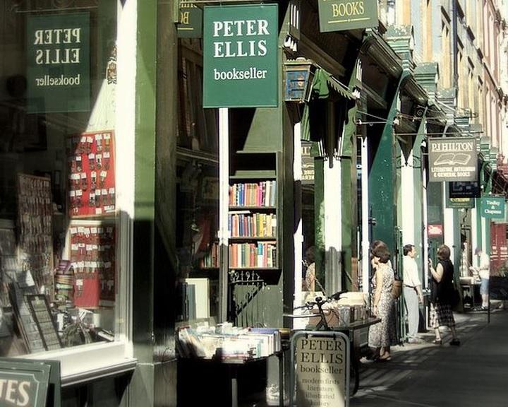 Könyveket halmoznak fel a britek az otthonmaradásra készülve