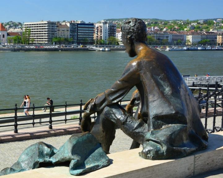 A költészet napja - Egész napos online programot hirdetett meg a Magyar Versmondók Egyesülete