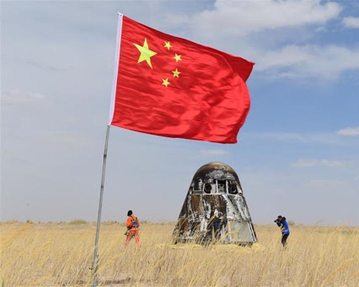 Sikeresen landolt Kína kísérleti utat megtett űrhajója
