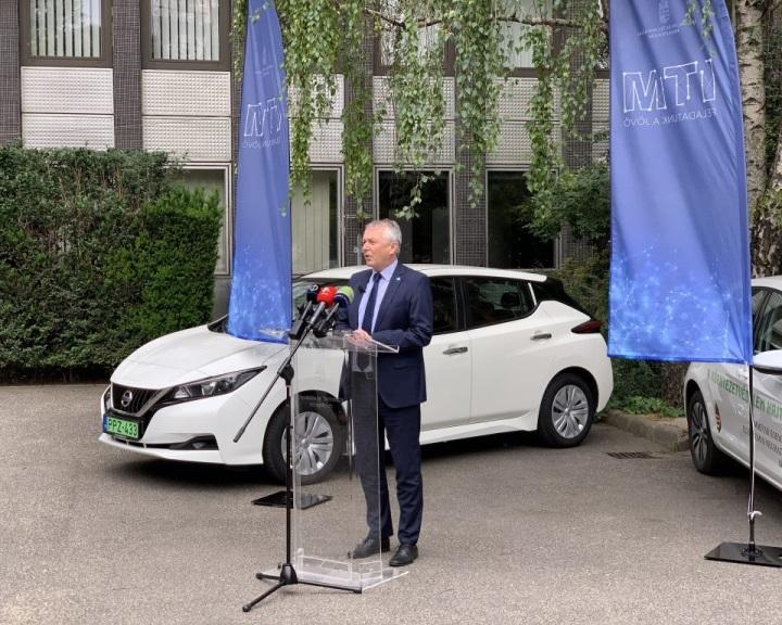 ITM: ötmilliárd forintos pályázat indul elektromos autók és robogók vásárlására
