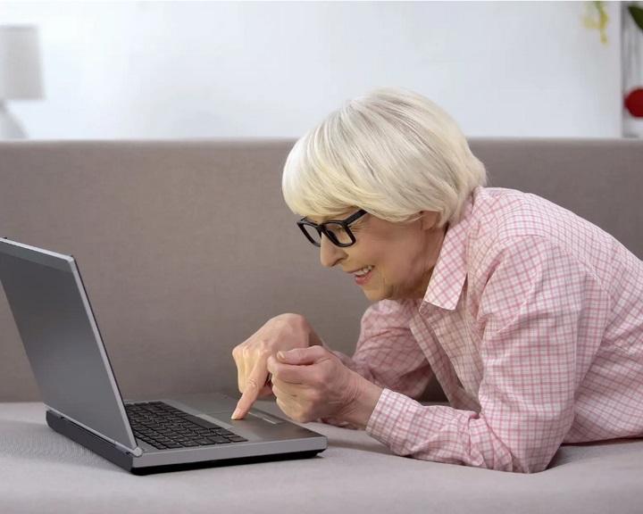 Bíróság kötelezte egy holland nagymamát unokái képének törlésére a közösségi oldalakról