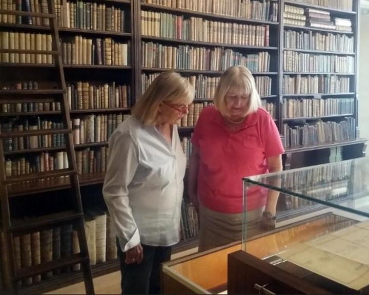 Esterházy Péterről készült fotókat, dokumentumokat gyűjt az Evangélikus Országos Gyűjtemény