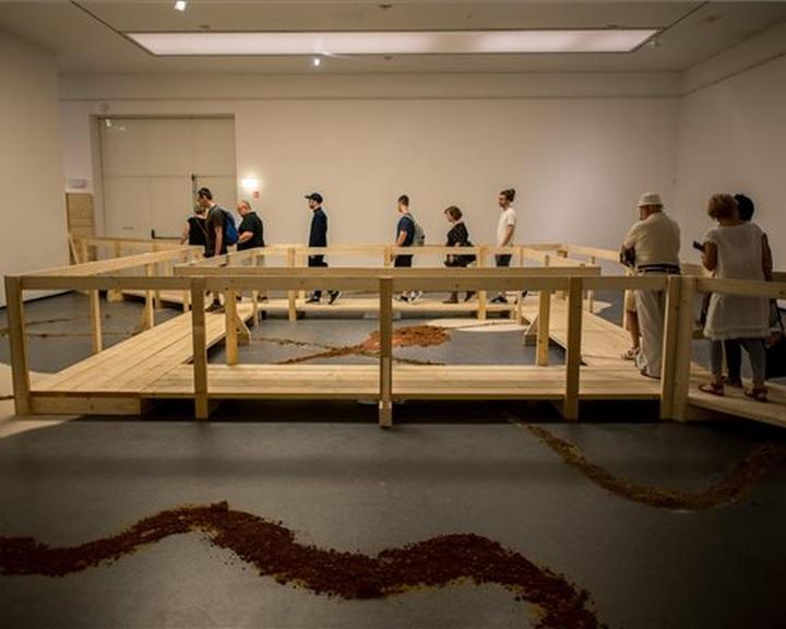 Fusz György ezer négyzetméteres installációja tekinthető meg Pécsen