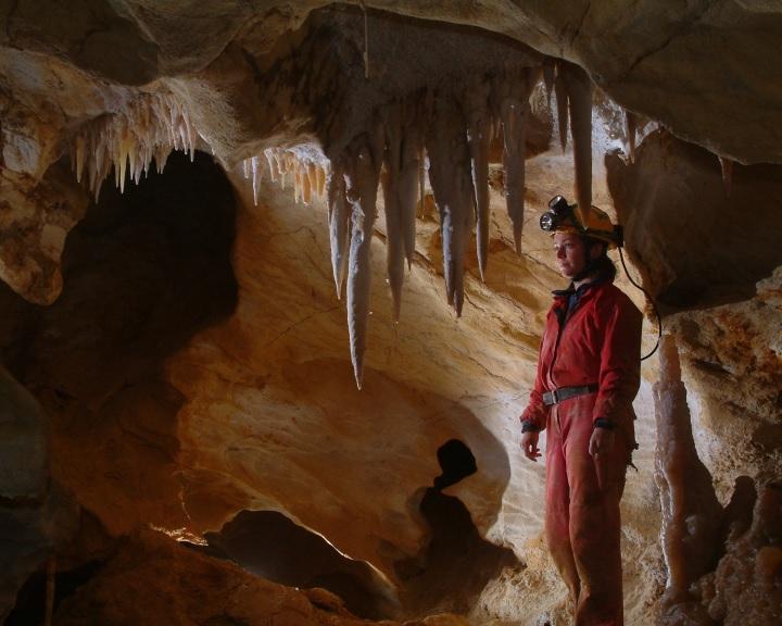 Barlangolások, izgalmas geotúrák várják a látogatókat a nemzeti parkokban