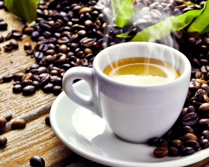 A természetes koffeinnek hosszabban tartó hatása van, mint mesterséges változatának