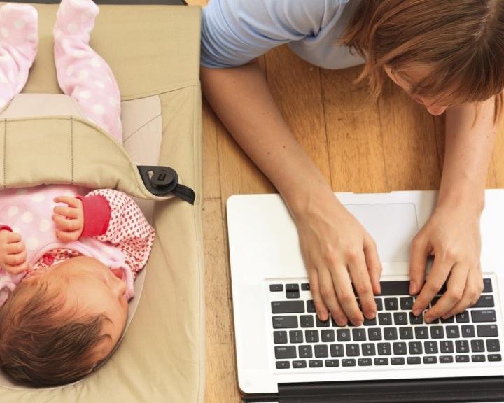 Több mint 100 ezer kismama szeretne visszatérni a munkaerőpiacra egy felmérés szerint