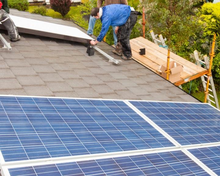 Jövő nyáron indulhat a háztartási napelemes rendszerek új támogatási programja