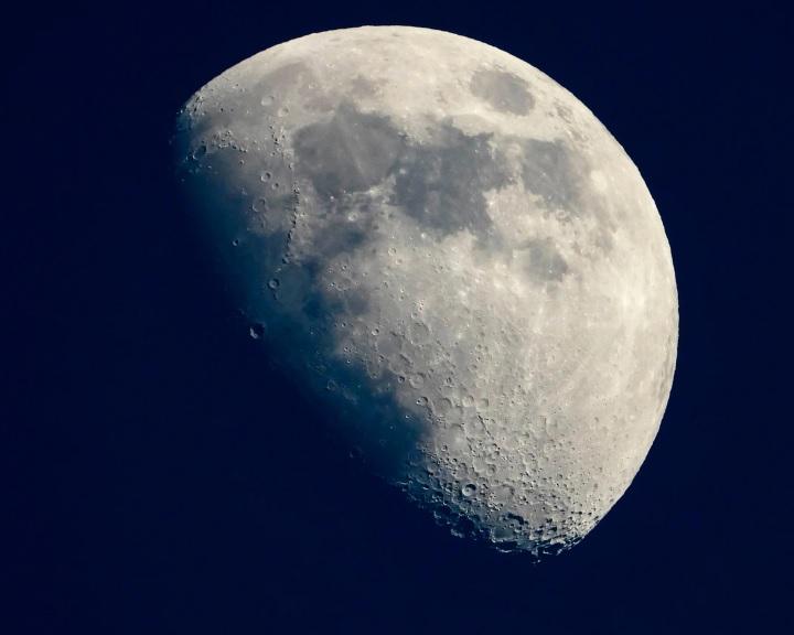 Újabb bizonyítékokra bukkantak, hogy van víz a Holdon
