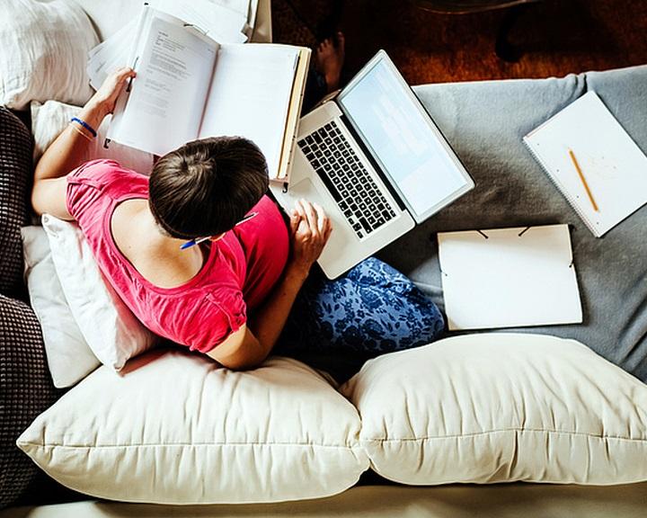 Megilletheti az elérhetetlenség joga az otthonról dolgozót