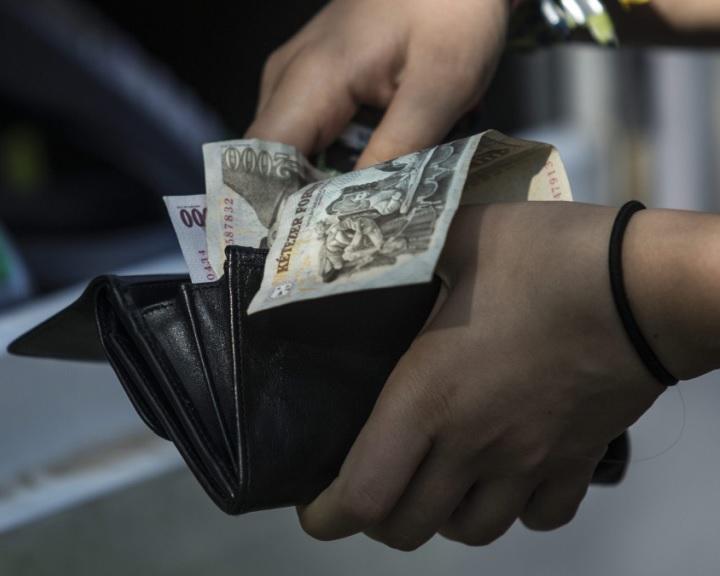 Munkaadók és szakszervezetek: 4 százalékos lehet a minimálbéremelés február 1-jétől