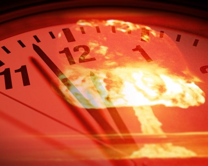 Száz másodperccel áll éjfél előtt a végítélet képzeletbeli órája