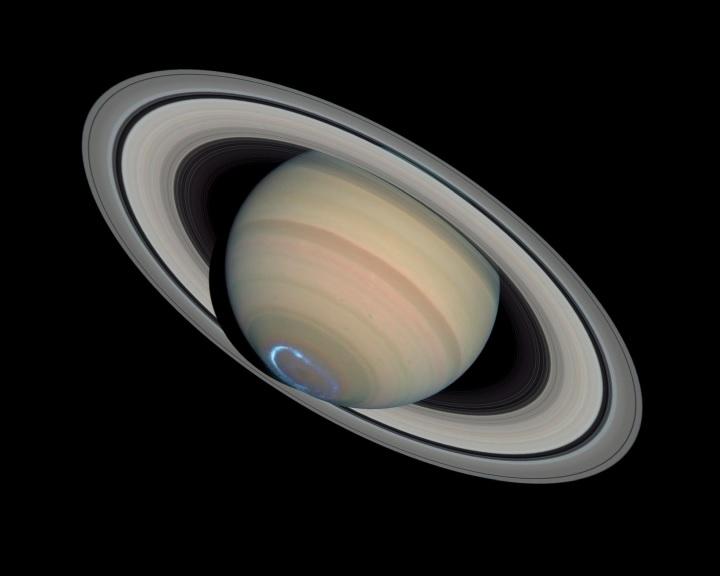 Egyre jobban megdől a Szaturnusz tengelye