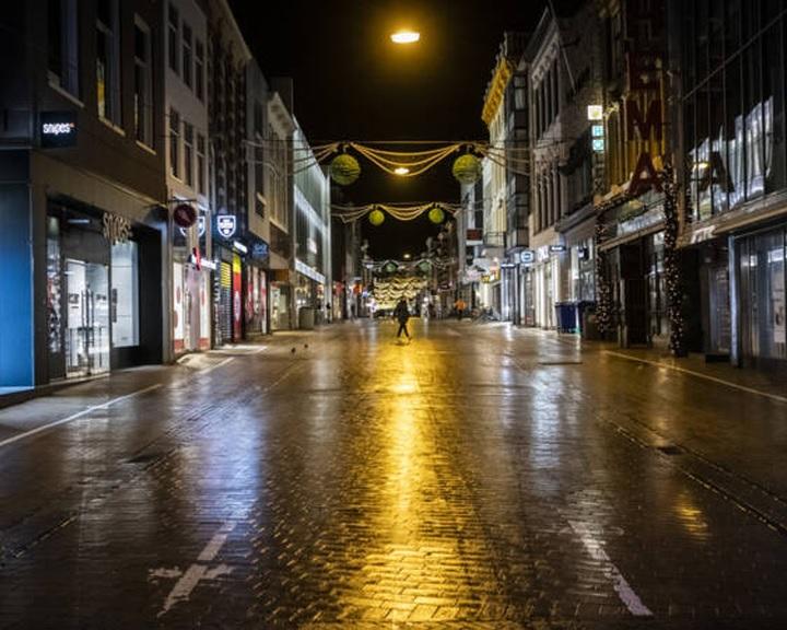 Hágai bíróság: fel kell oldani a hollandiai kijárási tilalmat