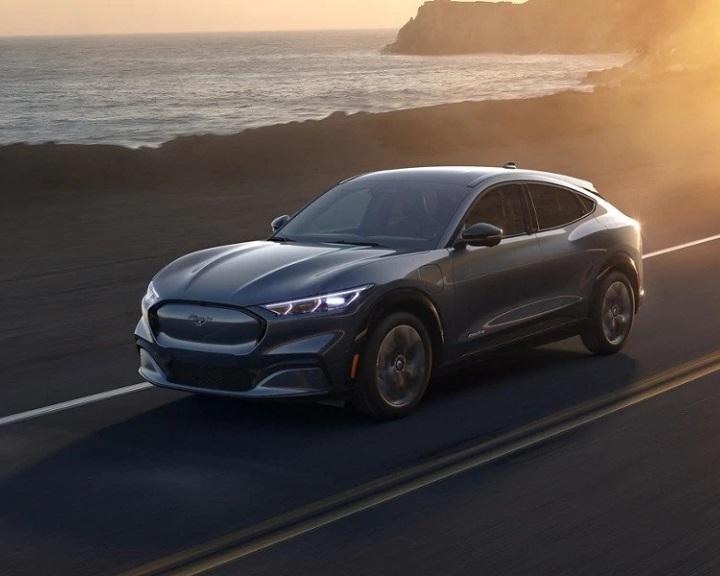 Az elektromos hajtású személyautókra összpontosít a Ford