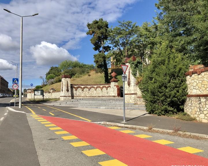 Háromszázmillió forintos beruházással épül kerékpárút Pécs nyugati városrészében
