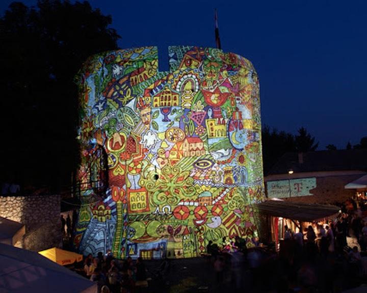 Meghirdették a Zsolnay Fényfesztivál nemzetközi fényfestőversenyét