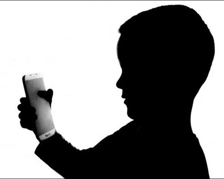 A sokat mobilozó gyerekek figyelmi fókusza eltér a megszokottól
