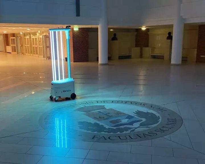 Magyarok fejlesztenek intelligens önjáró fertőtlenítő robotot