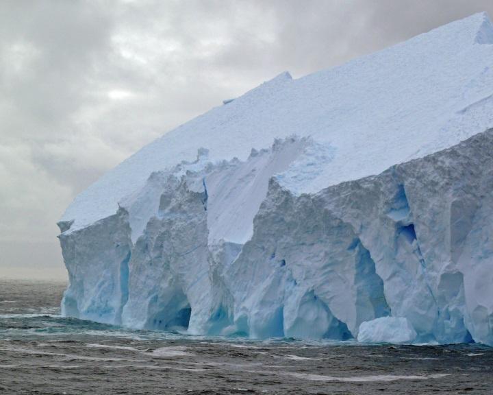 Az antarktiszi jégtakaró olvadása magasabbra emeli a tengerszintet az eddig becsültnél