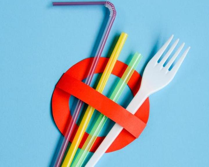 ITM: tilos lesz több egyszer használatos műanyag forgalmazása július elsejétől