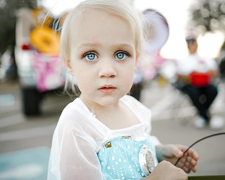 A legkorábbi gyermekkori emlékek két és fél éves kortól kezdődhetnek