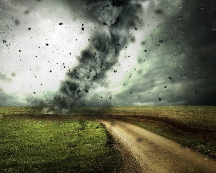 Vihar - OKF: figyeljék a meteorológiai szolgálat riasztásait!