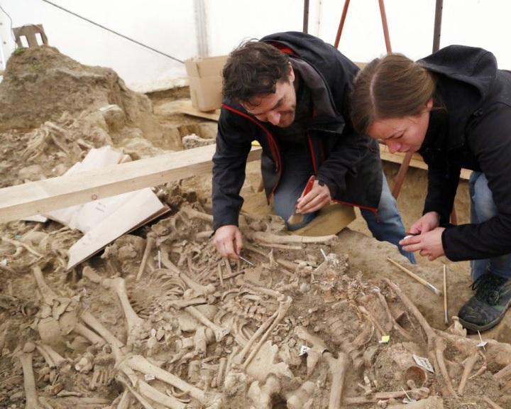 Gazdag leletanyag került elő a Mohácsi Nemzeti Emlékhely egyik tömegsírjából