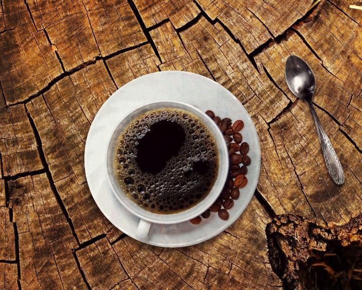 A túlzott kávéfogyasztás csökkentheti az agytérfogatot és növelheti a demencia kockázatát