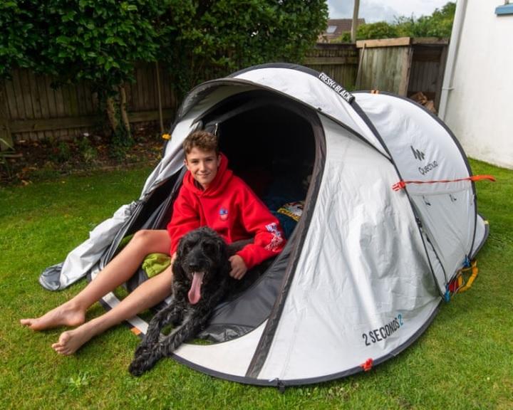 Maratoni sátorozással több mint 600 ezer font adományt gyűjtött egy 11 éves brit fiú