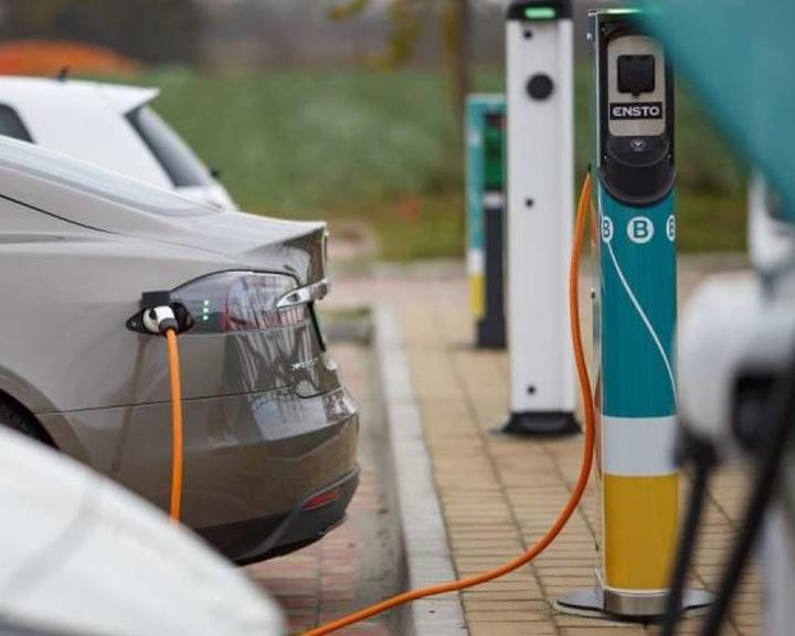 Energiahivatal: egy év alatt 60 százalékkal nőtt az e-töltők száma