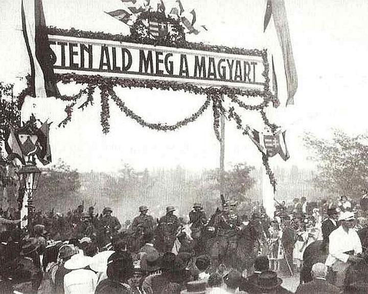 Új honlap Pécs szerb megszállásáról