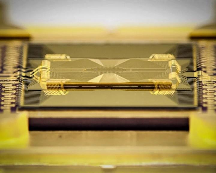 Az üvegchip az új kvantumarchitektúra kulcsa
