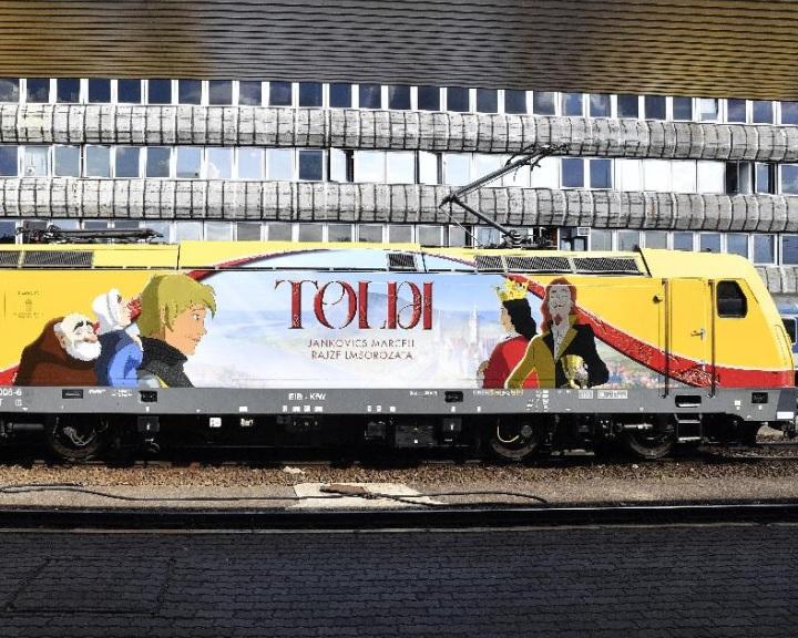 Felmatricázott mozdony népszerűsíti a Toldi animációs filmet
