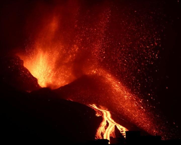 Már három hete nem csillapodik a vulkán La Palma szigetén