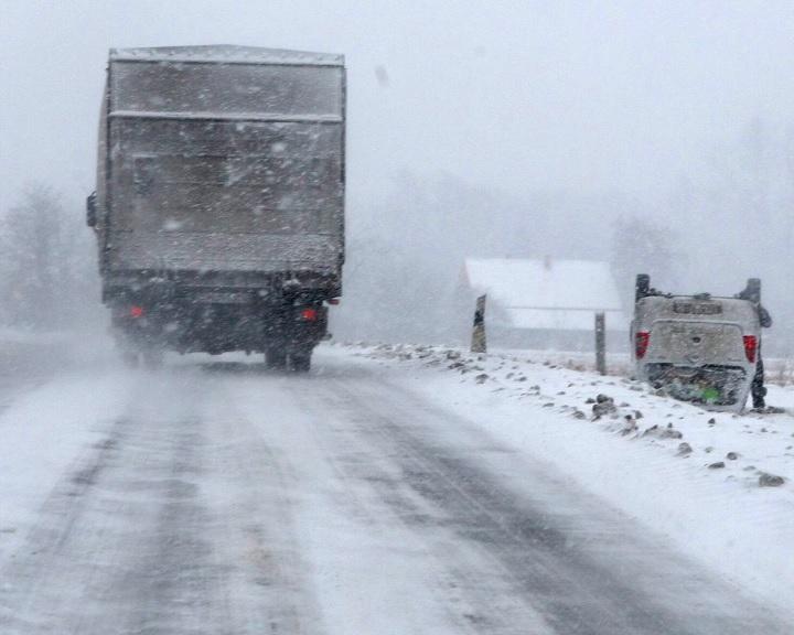 Jeges utak, hófúvás, fagy: senki ne maradjon az utakon