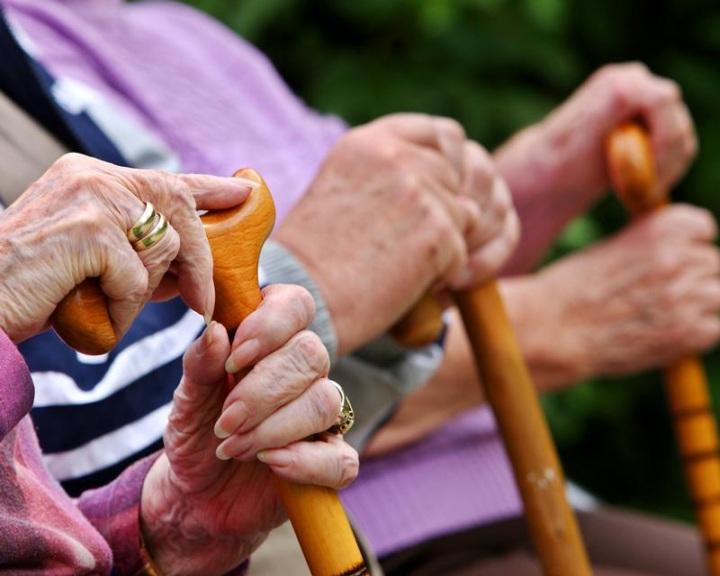 Egyre kevesebb a járulékfizető, és több a nyugdíjas