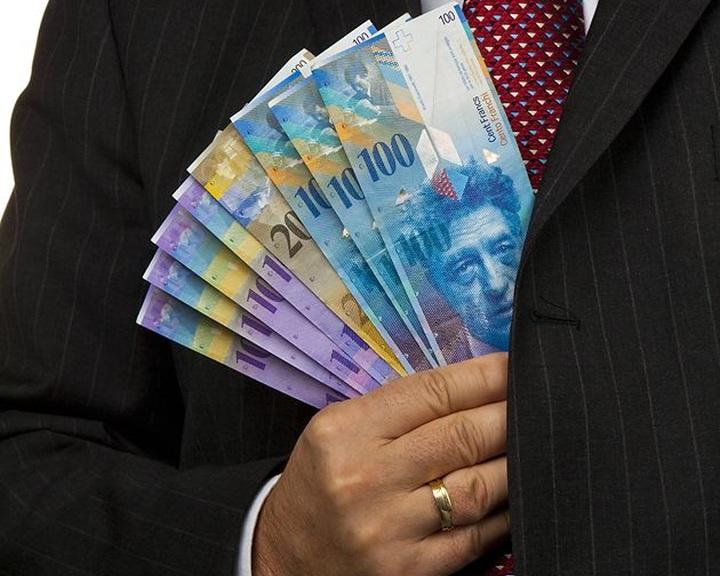 Egymilliós minimálbér bevezetéséről szavaznak a svájciak