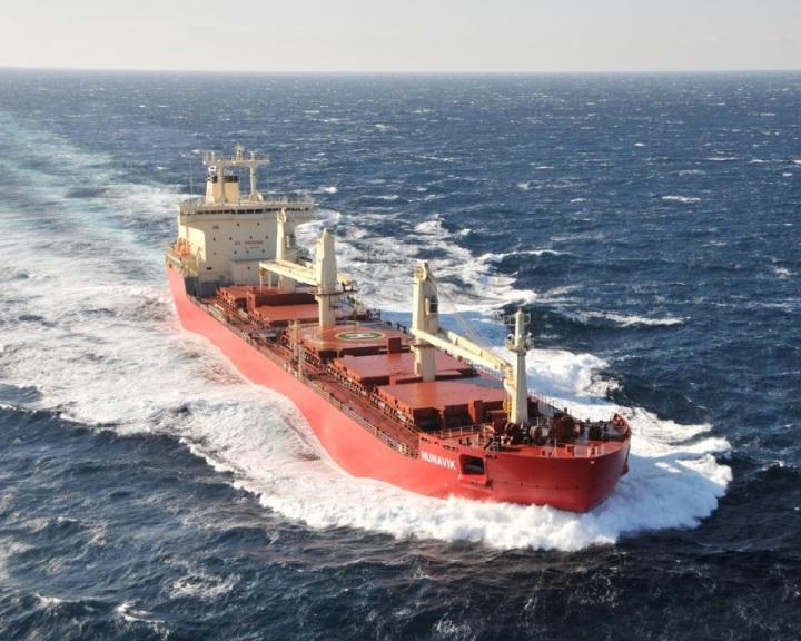 Teherszállító hajó jégtörő nélkül kelt át az Északnyugati átjárón