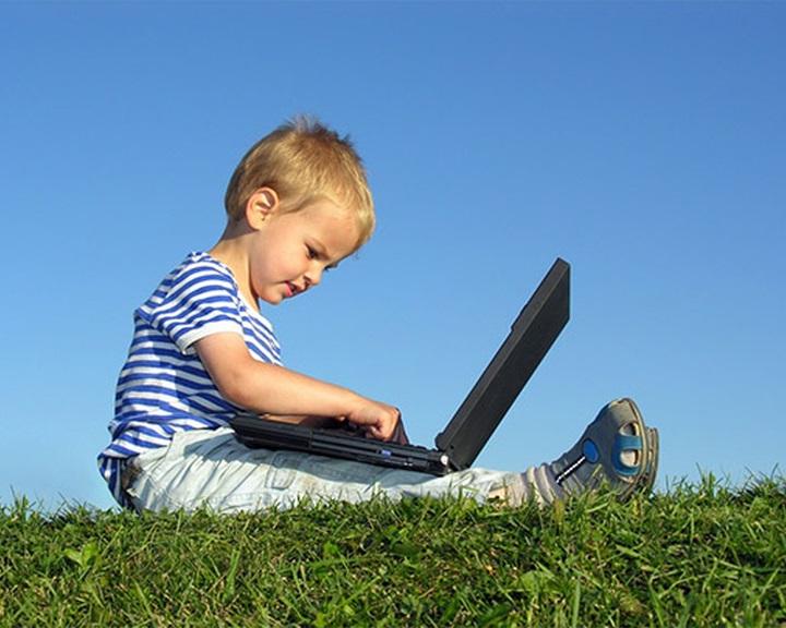 Elbutítja a gyerekeket az internet?
