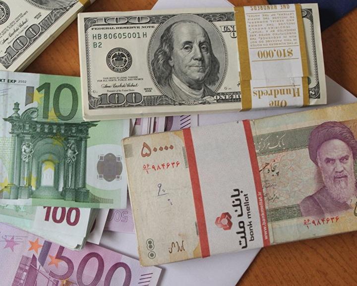 Irán felhagy a dollár használatával az olajkereskedelemben
